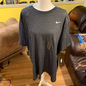 Men's Nike 2XL-tall T-shirt